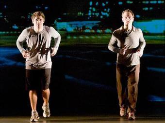 Personagens discutem a vida enquanto se preparam para maratona - Foto: Divulgação