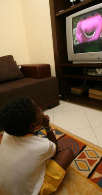 Segundo psicólogo, os pais devem evitar que crianças assistam programas violentos - Foto: Iracema Chequer | Ag. A TARDE