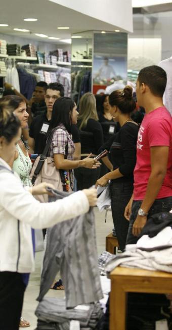 Especialista diz que classe média é associada a padrões de consumo e formação que não há no Brasil - Foto: Luciano da Matta   Ag. A TARDE