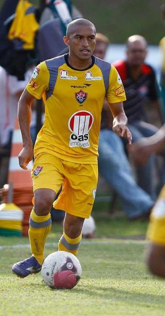 Recuperado de lesão, Nino volta ao time e reforça o Vitória diante do ASA, no Barradão - Foto: Lúcio Távora | Agência A TARDE