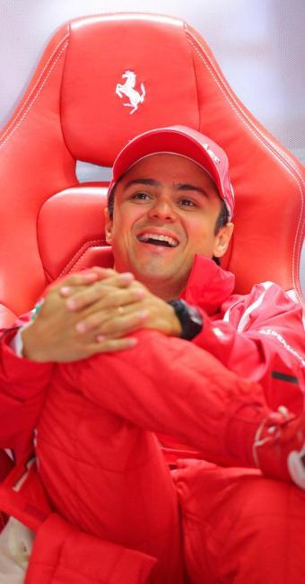 2013 será oitava temporada de Massa usando o vermelho da scuderia - Foto: Valdrin Xhemaj/EFE