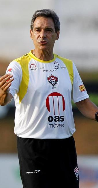 Treinador fez treino fechado e não divulgou a lista de relacionados para o jogo deste sábado no Barr - Foto: Eduardo Martins / Ag. A Tarde