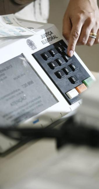 Os eleitores devem votar entre às 8 e às 17 horas deste domingo, 7 - Foto: Raul Spinassé   Ag. A TARDE
