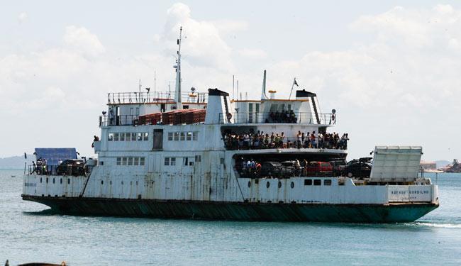 Ferries foram levados para reparo na praia de Aratu, diz Agerba - Foto: Gildo Lima   Ag. A TARDE 05.04.2012