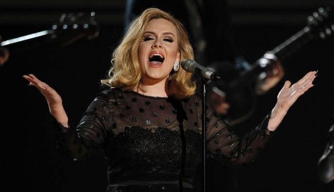 Adele substitui Jack White e Alicia Keys, que compuseram o tema de