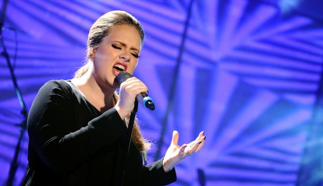 Adele estreará a canção que compôs junto com Paul Epworth - Foto: AP Photo | Peter Kramer