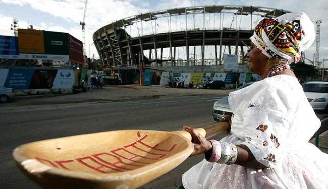Organização proíbe comércio ambulante nos estádios e em perímetro de até 2 km - Foto: Raul Spinassé | Ag. A TARDE