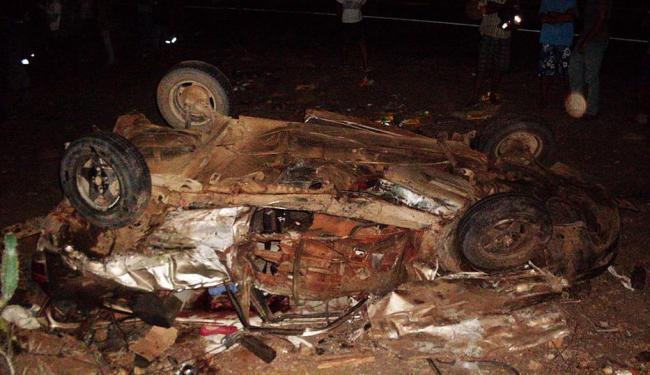 Veículo capotou após colisão na BR-324, nas proximidades do município de Nova Fátima - Foto: Divulgação   PRF