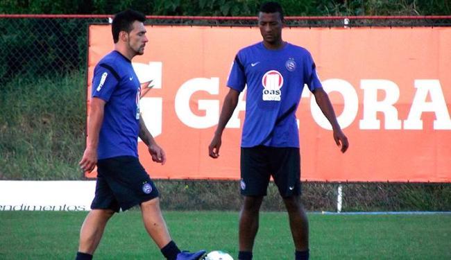 Elias (à direita) saiu com menos de 20 minutos contra o Fla, mas está recuperado de estiramento - Foto: Assessoria do Esporte Clube Bahia / Divulgação