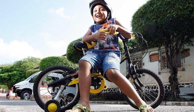 Kauan Kayodê, 5, prefere correr e se divertir ao ar livre - Foto: Lúcio Távora | Ag. A TARDE