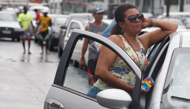 Para os motoristas, o tempo de espera no ferryboat chega a quatro horas - Foto: Lúcio Távora   Ag. A TARDE