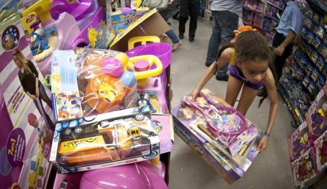 Crianças podem ser induzidas por publicidade na tv - Foto: Agência Brasil