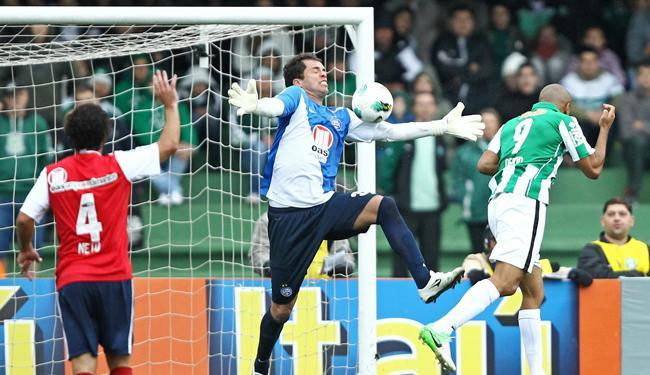 Destaque do Bahia no jogo, Marcelo Lomba também reconheceu superioridade do Coritiba - Foto: Heuler Andrey/Estadão Conteúdo