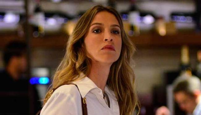 Depois de falar com Analú, Vânia (foto) conclui que Fábio estava certo sobre o caráter de Carolina - Foto: Divulgação