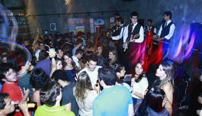 Noite animada no bar 30 Segundos - Foto: Fernando Vivas| Ag. A TARDE