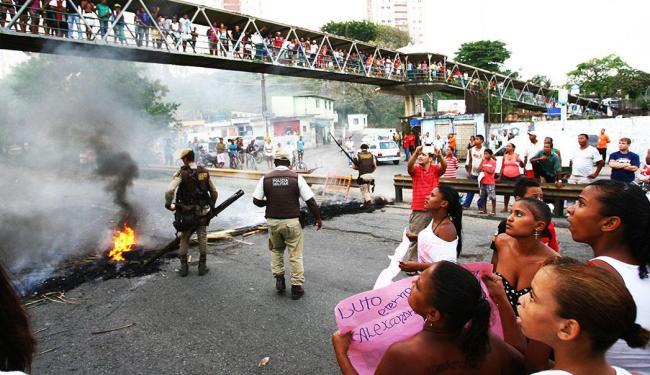 Manifestantes protestaram contra morte de jovens em Saramandaia - Foto: Fernando Amorim | Agência A Tarde