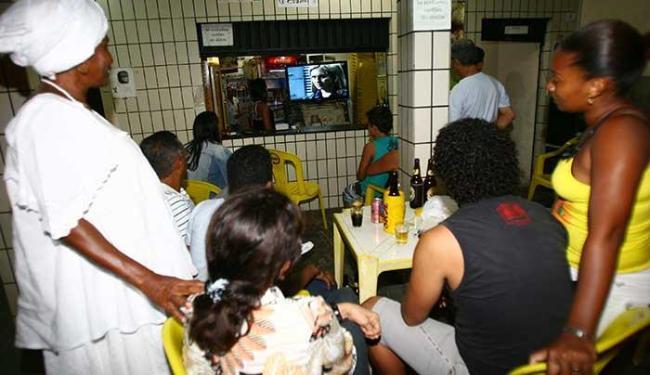 Atenção dos clientes ficou toda voltada para o desfecho da novela - Foto: Fernando Amorim | Ag. A TARDE