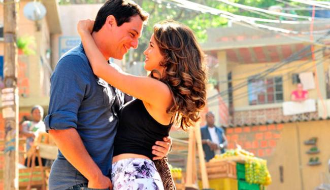 Nanda Costa e Rodrigo Lombardi em cena na novela Salve Jorge - Foto: TV Globo   Divulgação