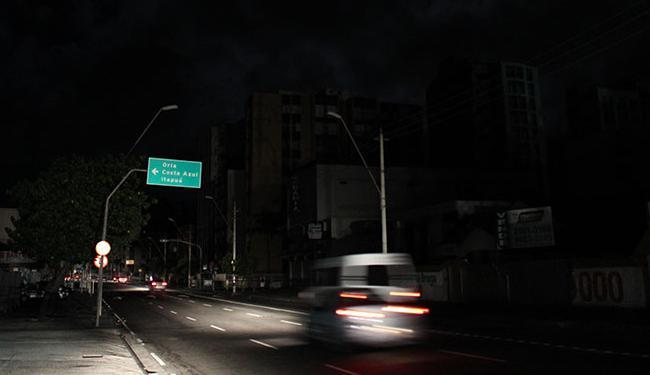 Todos os municípios baianos ficaram no escuro na noite desta quinta-feira - Foto: Carlos Casaes   Ag. A TARDE