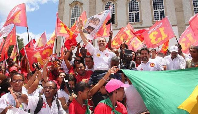 Candidatos evitam repetir o civilizado aperto de mãos que aconteceu no primeiro turno - Foto: Divulgação