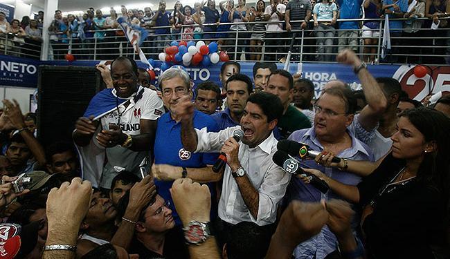 Neto dedicou vitória ao avô, o senador ACM, durante comemoração em seu comitê - Foto: Fernando Amorim | Ag. A TARDE