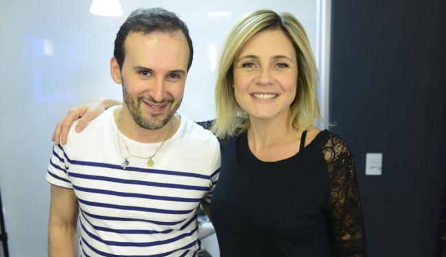 Adriana Esteves e o hairstylist Marcos Proença - Foto: Divulgação