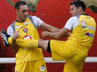 Rodrigo Mancha (à esquerda) treina entre titulares e pode pintar no time contra o Bragantino - Foto: Gildo Lima | Agência A TARDE