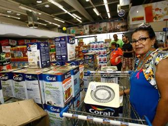 Além do 13º salário, consumidores contam este ano com novas linhas de crédito - Foto: Margarida Neide | Ag. A TARDE