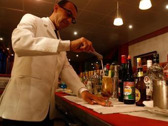Simm oferece 10 vagas para barmans em Salvador - Foto: Arisson Marinho | Ag. A TARDE