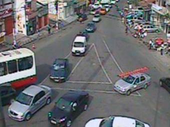 No Largo do Tamarineiro, trânsito segue lento - Foto: Reprodução   Transalvador