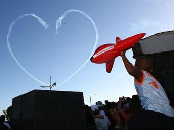 Aviões desenham formas nos céus e estiveram em Salvador pela última vez em 2010 - Foto: Fernando Amorim | Ag. A TARDE