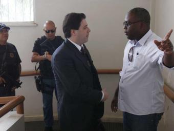 Juiz de Euclides da Cunha, Luis Roberto Cappio (E) chega ao Forúm para trabalhos com o Conselho - Foto: Lúcio Távora   Ag. A TARDE
