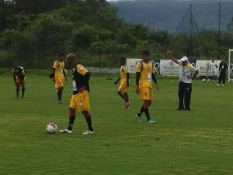 Ken e Willie marcam em coletivo e podem ser titulares contra o Joinville - Foto: Esporte Clube Vitória | Divulgação