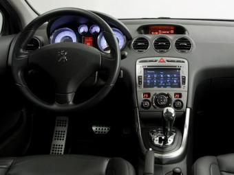 Peugeot 408 Limited é equipado com central multimídia - Foto: Divulgação/Peugeot