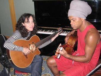 Requisitado compositor, Brown tem canções gravadas por diversos artistas, como Bebel Gilberto - Foto: Daniel Thomé   Divulgação