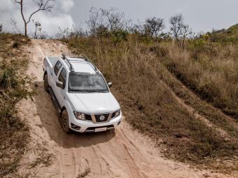 A picape Frontier 10 anos chega nas versões SV Attack... - Foto: Divulgação/Nissan
