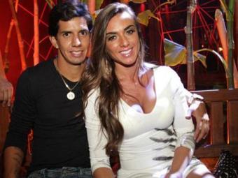 Nicole Bahls está namorando novamente com o jogador do Vitória - Foto: Divulgação