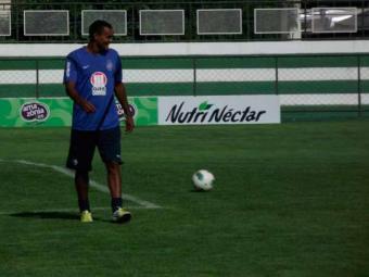 Volante tricolor volta a treinar e tem chances de ir a campo contra o Atlético-GO - Foto: Esporte Clube Bahia | Divulgação