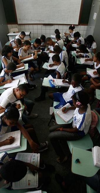 A Escola Municipal Zulmira Torres será uma das que deverão reduzir o número de alunos - Foto: Raul Spinassé | Ag. A TARDE