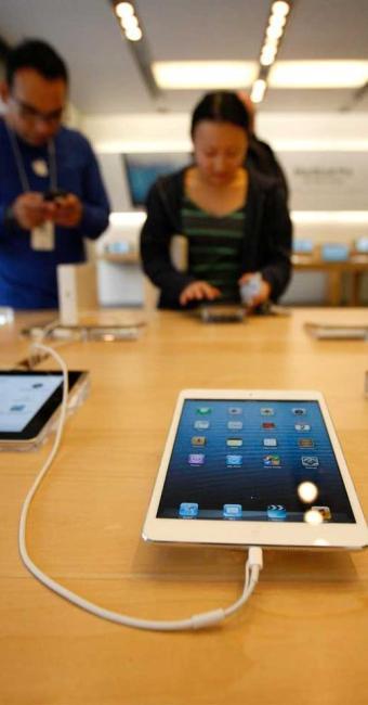 O mini da Apple, de 7,9 polegadas, marca a primeira incursão da empresa no segmento de tablets menor - Foto: David McNew   Agência Reuters