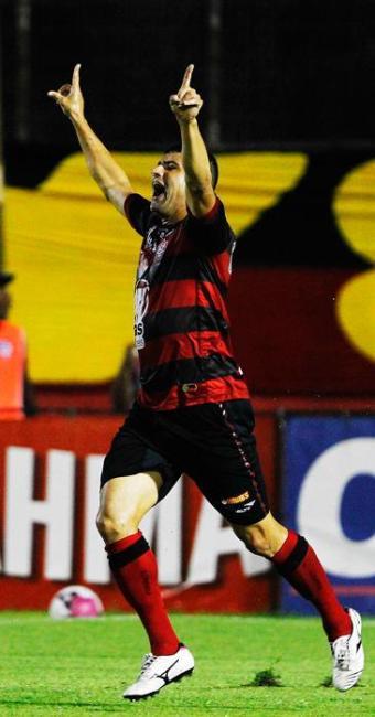 William, de pênalti, marcou o segundo gol do Leão no Jogo, aos 4 minutos do segundo tempo - Foto: Eduardo Martins | Agência A Tarde