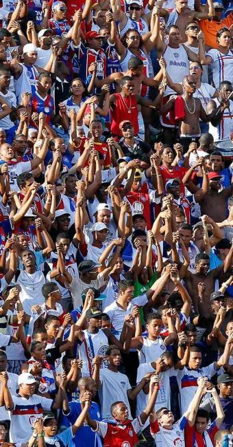 Fiel, torcida tricolor joga junto e vê o Bahia vencer a Ponte Preta com gol no final do jogo - Foto: Eduardo Martins | Agência A TARDE