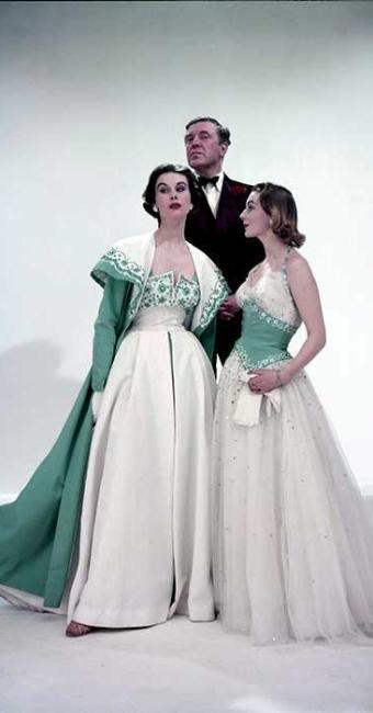 Mostra revela influências da monarquia na criação de três estilistas - Foto: Agência EFE