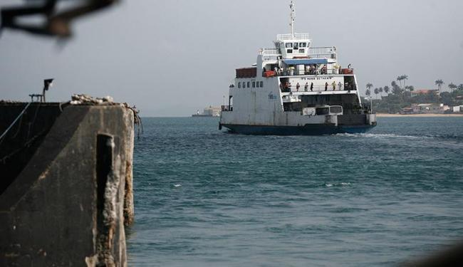 Usuários do ferryboat esperam de 20 a 30 minutos nesta manhã para embarcar - Foto: Raul Spinassé | Ag. A TARDE
