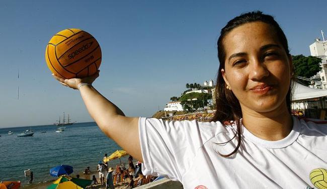 Carol Souza, ex-atleta de maratona aquática, viu o torneio em 2011 e agora é uma das competidoras - Foto: Margarida Neide / AG. A TARDE