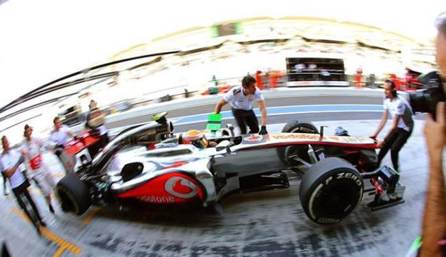 Hamilton superou as RBRs em Abu Dhabi - Foto: Agência EFE