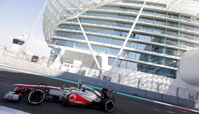 O britânico da McLaren se deu bem e vai largar na pole - Foto: Agência Reuters