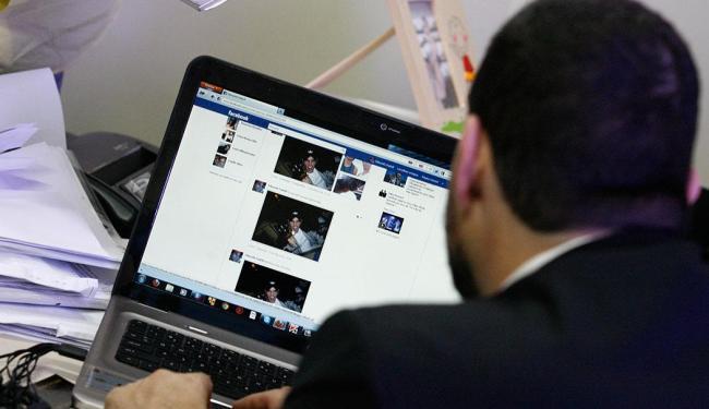 Estudo aponta que os prejuízos com crimes cibernéticos somaram R$ 15,9 bilhões no Brasil em 2011 - Foto: Luciana Matta | Ag. A TARDE