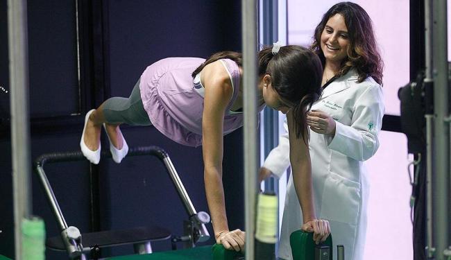 Uso do Pilates para ganho de Massa muscular. Na foto, professora de Pilates Darlene Pelegrino. - Foto: Raul Spinassé | Ag. A TARDE