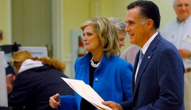O candidato e a esposa votaram em Belmont - Foto: Brian Snyder | Agência Reuters